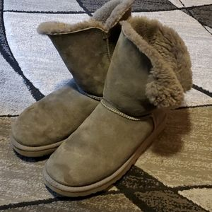 Uggs Classic Bailey button boot